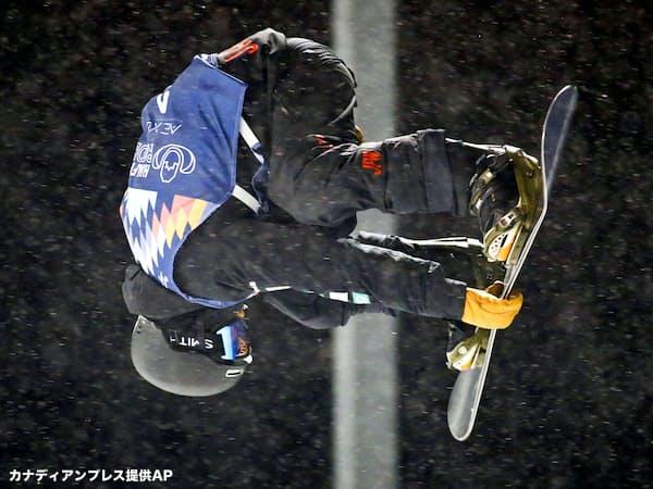 男子ハーフパイプで優勝した戸塚優斗(15日、カルガリー)=カナディアンプレス提供AP