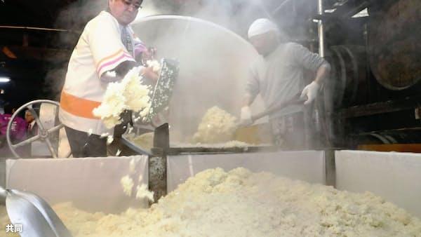 被災8道県のコメで焼酎 熊本・人吉で仕込み