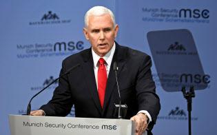 ミュンヘン安全保障会議で演説するペンス米副大統領(16日、ミュンヘン)=ロイター