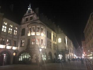 ヒトラーが演説したミュンヘンのビアホール「ホーフブロイハウス」