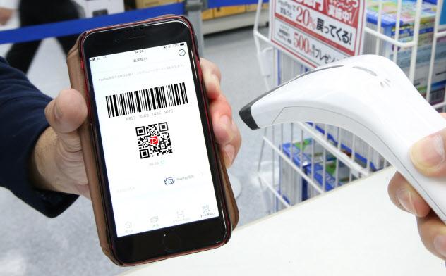 店頭でのQRコード決済の普及もあり、スマホが消費の中心となっている実態が浮かび上がった