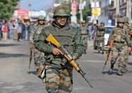 インド兵による警戒が続く印ジャム・カシミールの州都(16日)=ロイター