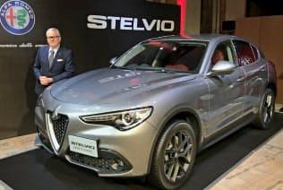 新型ディーゼルエンジンを搭載した「アルファロメオ・ステルヴィオ」を発表するFCAジャパンのポンタス・ヘグストロム社長