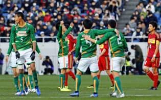 サッカーの全国高校選手権で優勝した青森山田イレブン。来る者を拒まない部活は日本独特=共同
