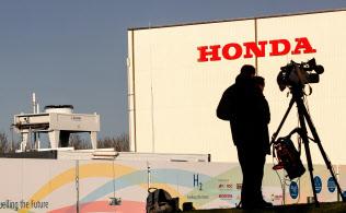 英南部のホンダのスウィンドン工場を取材するメディア(18日)=ロイター