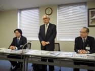 宇宙産業ビジョンを発表する増田副会長(中)