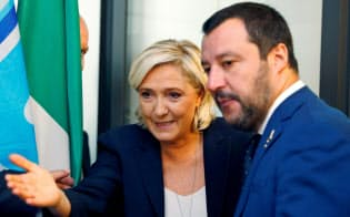 仏国民連合のルペン党首(左)とイタリアのサルビーニ副首相は連携を深める=ロイター