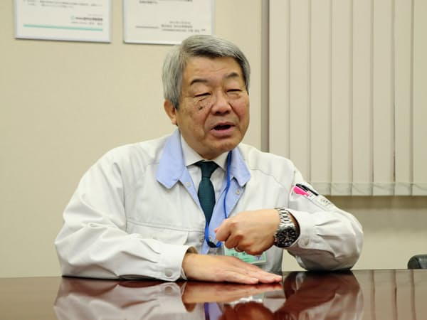 インタビューに応じる茂苅雅宏社長