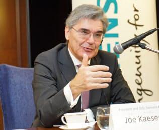 シーメンスのジョー・ケーザー社長は「IoTとAIで製造業の未来はとてもポジティブで大きな役割を担う」と語る(19日、都内)
