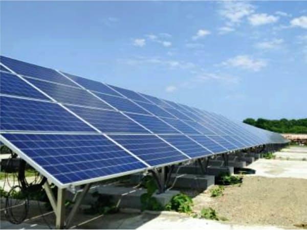 設置済みの太陽光発電設備を売買する動きが活発になっている