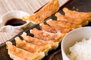 工業地帯ではギョーザは好まれるとの指摘も(堺市内の専門店「龍華山」の焼きギョーザ)