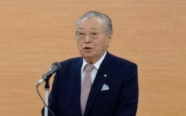 代表取締役を解任されたヤマザワ創業者の山沢進会長(2018年4月の入社式)