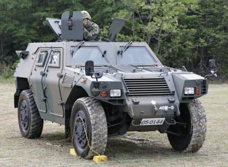 コマツが製造した自衛隊の軽装甲機動車=共同
