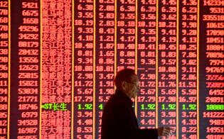 年明けから中国株は上昇している(杭州の証券会社)=ロイター