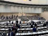 議会運営を巡る各会派の対立で東京都議会の本会議は深夜まで続いた