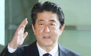 首相官邸に入る安倍首相(21日午前)