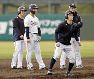 福田(手前)の主将抜てきはチーム刷新の象徴でもある=共同