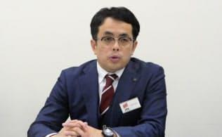 記者会見する識学の安藤広大社長(22日、東証)