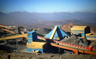 銅の供給量は長期でみれば潤沢といえない(チリ銅公社コデルコの鉱山=ロイター)