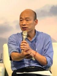 海外メディアと会見する国民党の韓国瑜・高雄市長(22日、台湾南部・高雄)