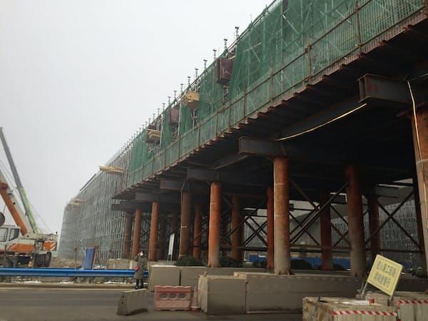「影の銀行」回復はインフラ建設には追い風(河南省の高速鉄道の建設現場)