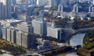 東京・霞が関の官庁街(左手前)と国会議事堂(右奥)