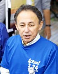 沖縄県民投票の参加を呼び掛けるイベントを終え、記者団の取材に応じる玉城デニー知事(23日午後、那覇市)=共同