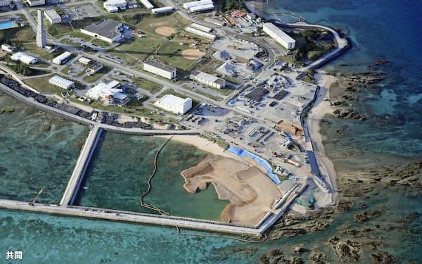 護岸造成が進む沖縄県名護市辺野古沿岸部(1月28日)=共同