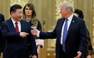 トランプ米大統領(右)と中国の習近平国家主席は、首脳会談で貿易協議の決着を目指す=ロイター