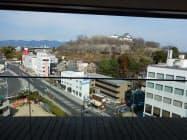城見SPAの休憩室から津山城跡を望む