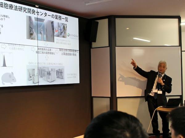 細胞療法研究開発センターの川真田伸センター長が学生向けに講演した(25日、神戸市)