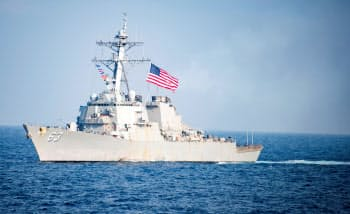 米海軍のミサイル駆逐艦ステザム=ロイター
