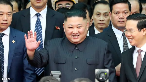 26日、ベトナム北部のドンダン駅に到着した北朝鮮の金正恩委員長=ロイター
