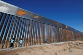 米国の現在のヒスパニック系人口の増加は移民ではなく、自然増加によるものなので、メキシコとの国境に壁を建設してももはや意味はない=ロイター