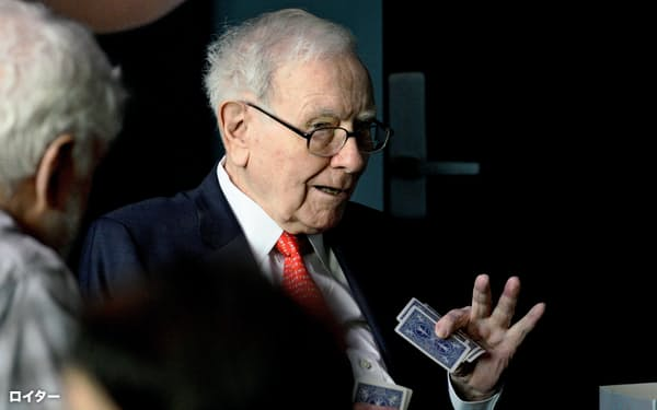 ウォーレン・バフェット氏は、長期的に有望な企業は価格が高すぎるが、引き続きエレファントサイズの買収案件を望んでいるという=ロイター