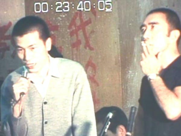 全共闘との討論会に参加する三島由紀夫(TBS提供)