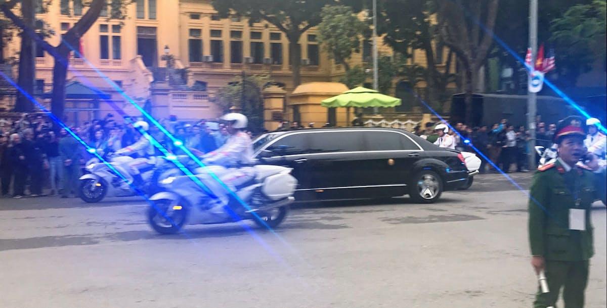 ハノイ市内のホテル「メリア・ハノイ」を出発する金正恩氏を乗せた車