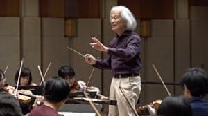 東京シティ・フィルハーモニック管弦楽団とのリハーサルでブラームス「交響曲第1番」を指揮する飯守泰次郎氏(1月10日、東京都江東区のティアラこうとう大ホール)