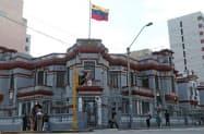 在リマのベネズエラ大使館=ロイター
