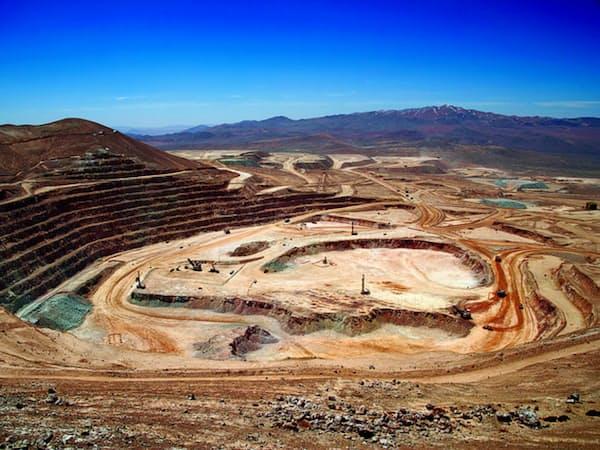 銅の生産量は3割増だった(チリのエスコンディーダ鉱山)=リオ・ティント提供