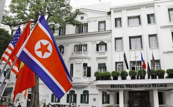 会談の舞台は老舗ホテル「ソフィテル・レジェンド・メトロポール・ハノイ」。建物内にはベトナム戦争時の防空壕(ごう)が残っている(24日、ハノイ)=共同