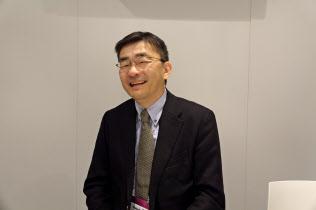 インタビューに応じたKDDIの高橋誠社長