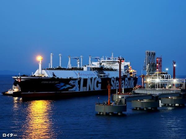 中国のLNG輸入量は日本に次ぐ世界2位になった(浙江省の輸入ターミナル)=ロイター