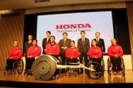 ホンダは新型の陸上競技用車いす「翔(かける)」を発表した(28日、東京都港区)