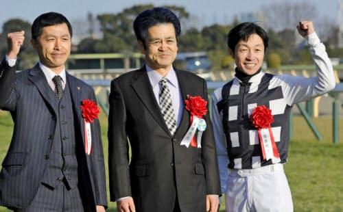武豊(右)はフェブラリーSで早くもG1を勝った(17日、東京競馬場)=共同