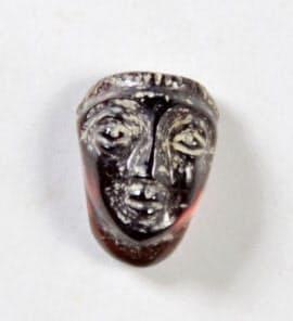 シルクロード都市の遺跡「カフィル・カラ城」の発掘調査で出土した指輪飾り=調査団提供・共同