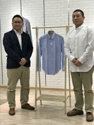 ワンセルフをPRするマルカの後藤社長(左)と友人(広島県福山市)