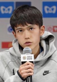 記者会見で東京マラソンへの抱負を語る大迫傑(1日午後、東京都内のホテル)=共同