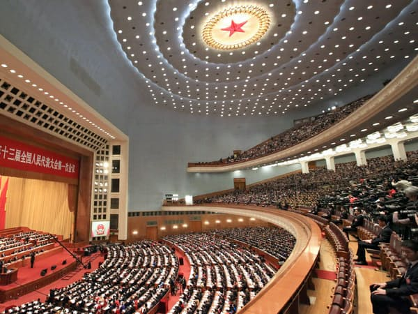 全人代は北京の人民大会堂で開く(18年3月)=三村幸作撮影