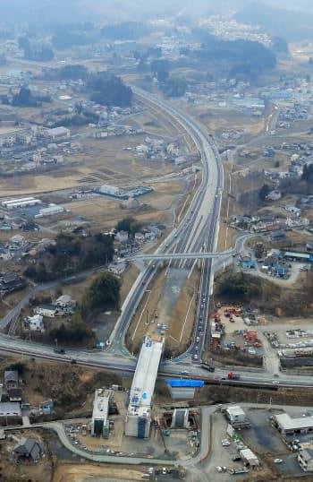 工事が進む三陸沿岸道路(2日、宮城県気仙沼市)